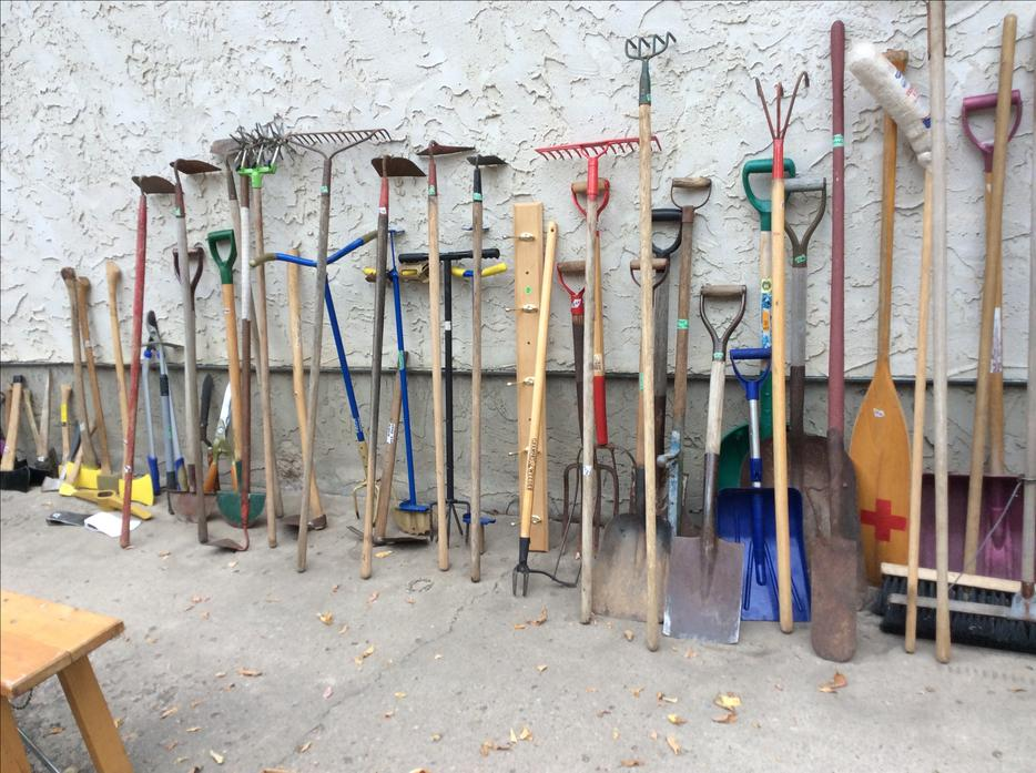 Garden tools for sale east regina regina for Gardening tools on sale