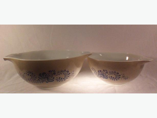 Pyrex Homestead cinderella bowls