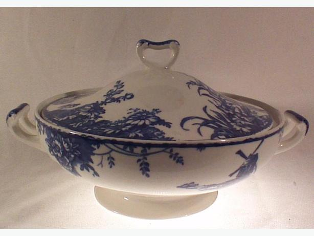 W.H. Grindley covered serving dish