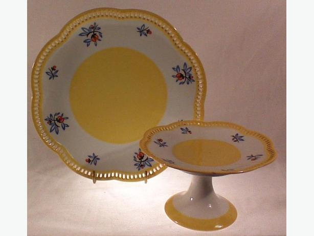 Schumann Bavaria plate and pedestal