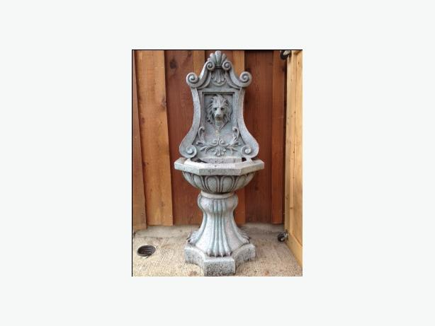 LION HEAD FOUNTAIN ON PEDESTAL - GREAT CONDITION