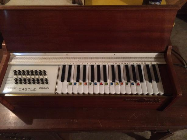 Electric Castle chord organ