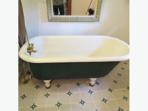clawfoot cast bathtub