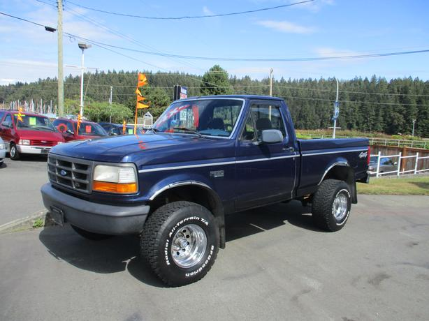 1994 Ford F150 Short Box 4x4 Lifted In Line Outside