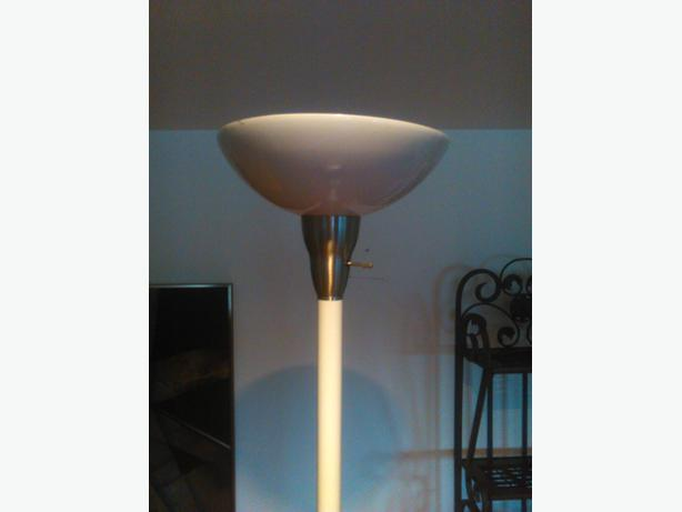 6ft TRI light WHITE floor lamp