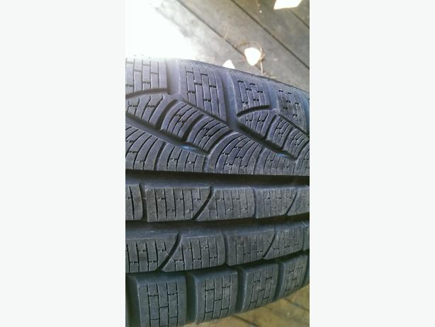 a set of 4 Hyundai manufacture rims and winter tires