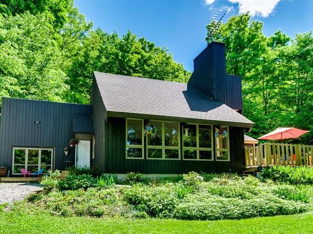 House for Sale - Wakefield, QC