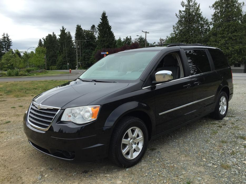 2009 chrysler town and country central nanaimo parksville. Black Bedroom Furniture Sets. Home Design Ideas