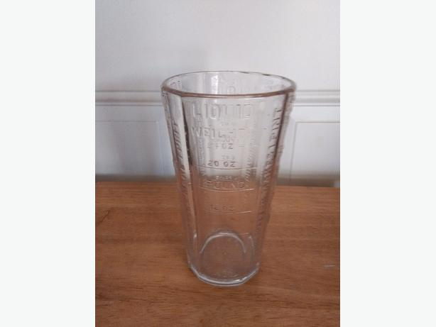Silver & Co. N.Y., Glass measuring cup