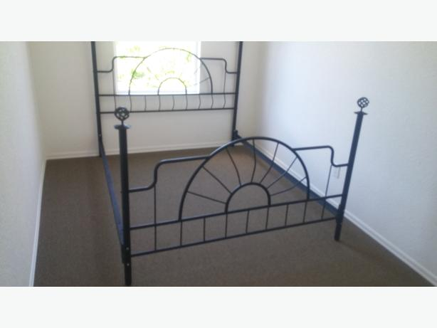 QUEEN SIZE BLACK CAST IRON LOOK HEAD AND FOOT BOARD WITH RAILS