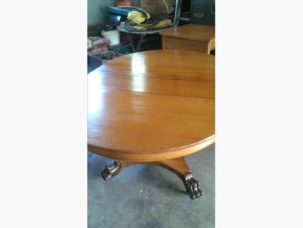 1/4 Cut Oak Table w/ hairy lions paw feet & 4 chairs