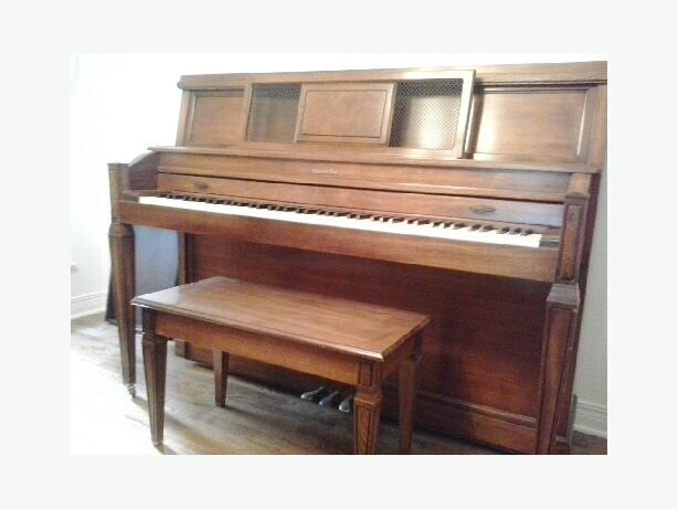 800 obo baldwin apartment sized piano with matching for Small size piano