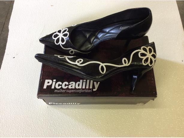 1 pr Piccadilly Shoes Size 9 (BRAND NEW) - $45 (Aldergrove)