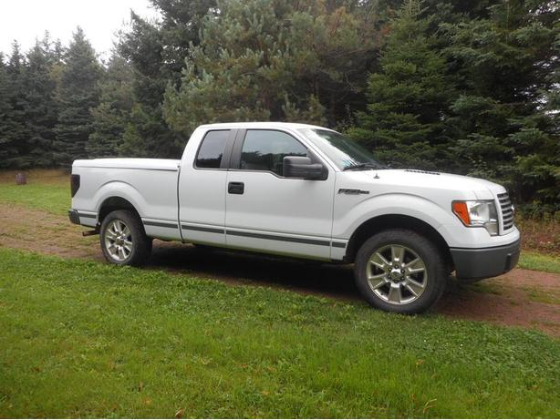 2010 F-150 pickup. 2WD - low klms