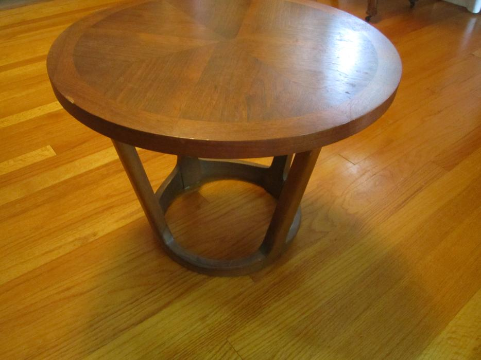Lane round coffee table central ottawa inside greenbelt for Coffee tables kelowna