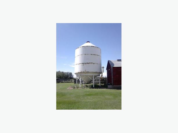 2000 Bushel Grain Bin on Skids