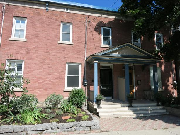 4 BED 2 STOREY ROW UNIT IN THE GLEBE!