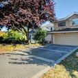 Garden City 2833sf 5 Bed 3 Bath 2 Level House w/ 2 Fireplaces & Yards