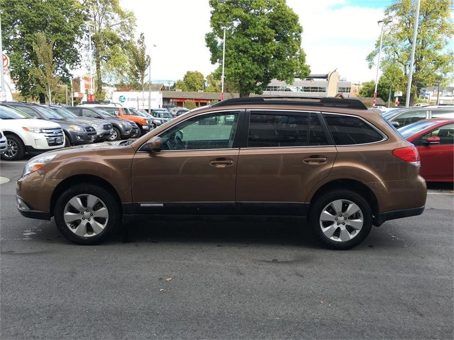 2011 subaru outback 3 6r w limited nav pkg no accidents local island outside nanaimo nanaimo. Black Bedroom Furniture Sets. Home Design Ideas