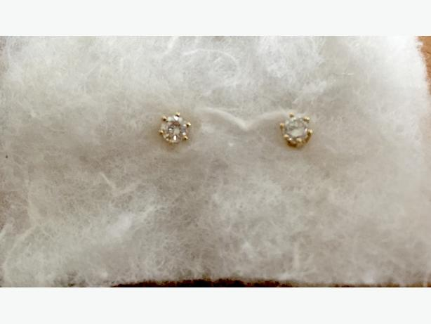 14-Karat Yellow Gold Diamond Stud Earrings - OBO