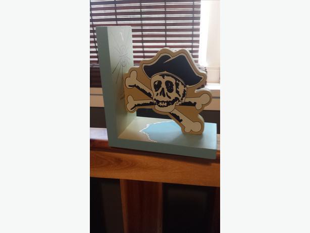 Pirate Skull book end