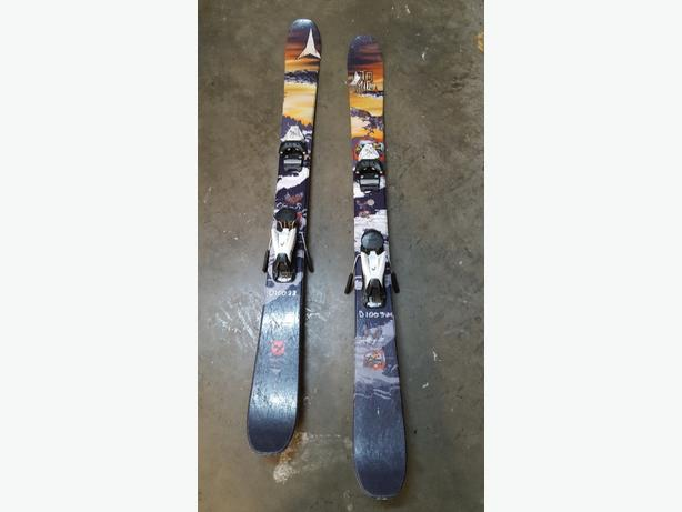 Atomic twin tip skis w bindings