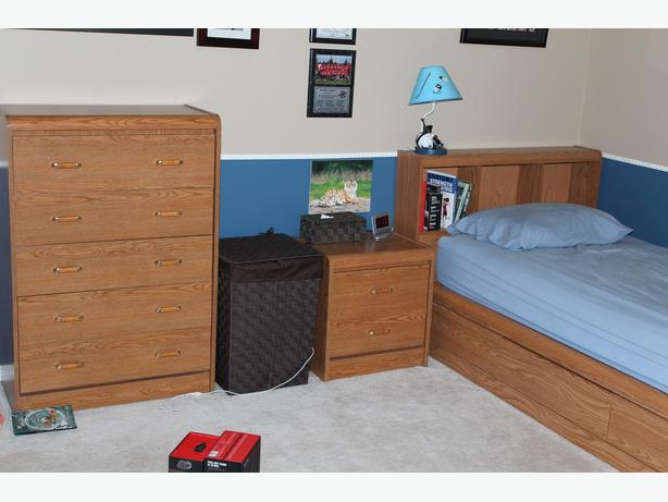 Children's bedroom set and desk