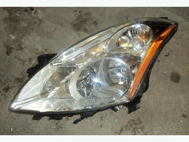 2010 Nissan Altima left head light
