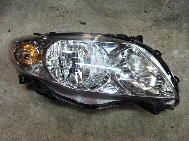 2009 Toyota Corolla right head light