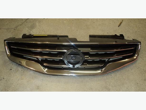 2010 Nissan Altima grille