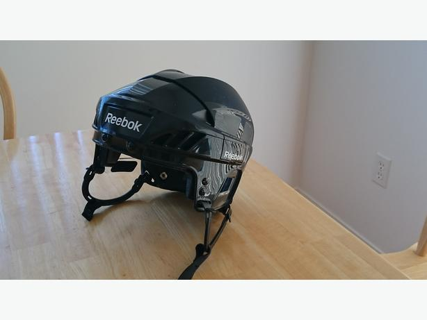 REEBOK 5K Medium Helmet For Sale, almost NEW