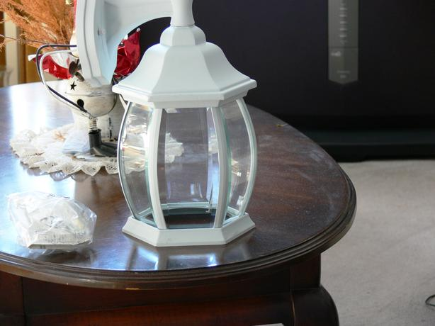 OUTDOOR WALL LANTERN - NEW (White, Clear Beveled Glass)