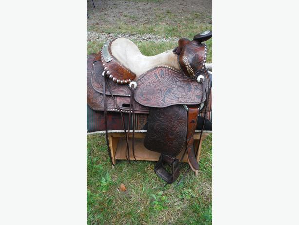 Lance saddle