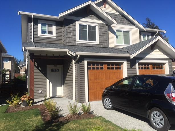 158 -- 1720 DUFFERIN CRESCENT: 3 bdrm, 2.5 bath two storey townhouse