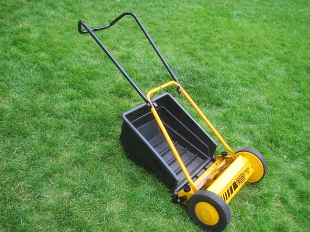 Reel Lawnmower ~ Ginge