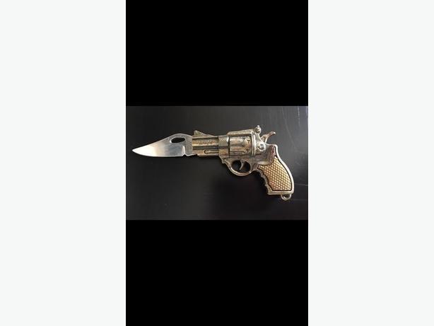 Small folding gun knife