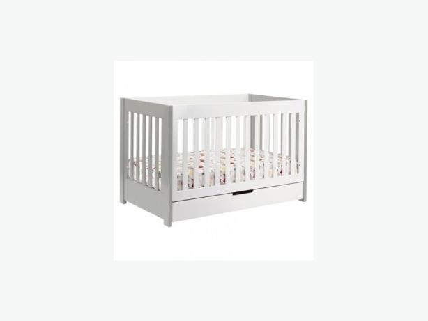 Wood White Crib with Drawer