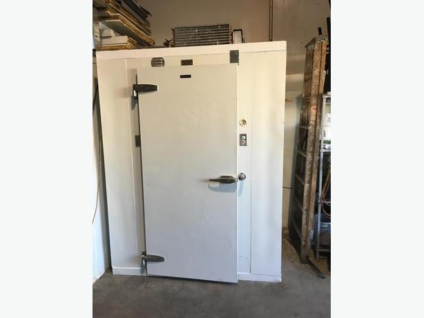 WALK IN FREEZER  6  X  6  SELF CONTAINED.