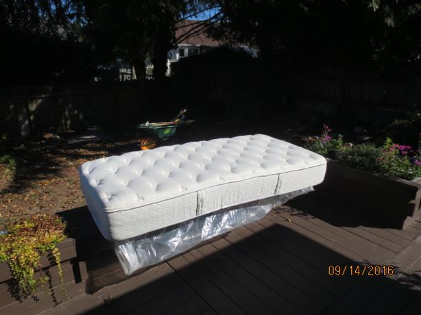 NEW... TWIN XL.... Latex/bamboo mattress
