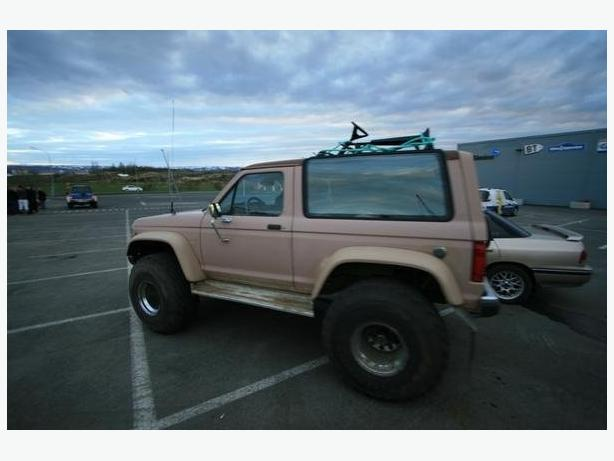 """WANTED: WANTED: """"86 Bronco 2 factory tach & center console."""