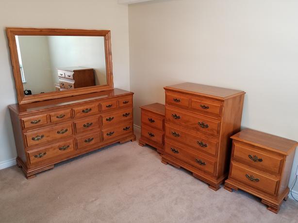 Solid maple bedroom set 5 piece set victoria city victoria for Solid maple bedroom furniture