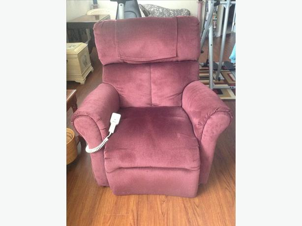 REDUCED FROM $350 Electric Reclining Lift Chair with battery backup