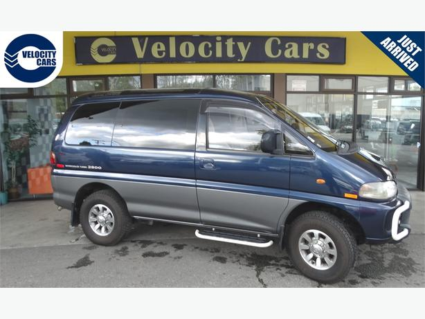 1995 Mitsubishi Delica  118K's 4WD 8-seater Crystal Lite Roof 220