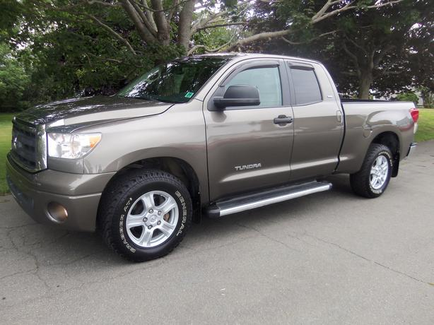 2012 toyota tundra double cab sr 5 4x4 only 42 000 kms summerside pei. Black Bedroom Furniture Sets. Home Design Ideas