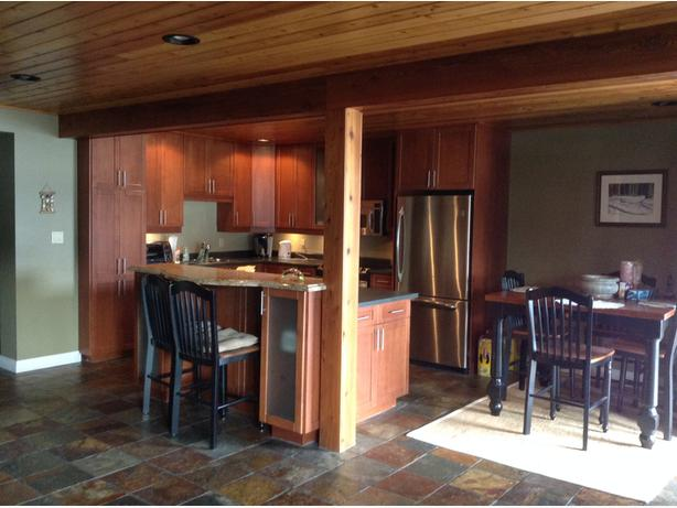 Lake Cowichan 2 bedroom lakefront suite