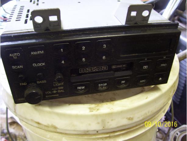 Mazda MPV radio AM FM stereo