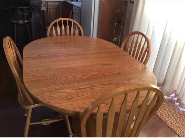 Solid Oak 7 Piece (4 chairs, 2 leaves) Pedestal Table Set