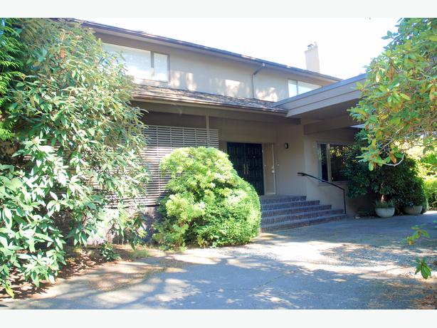 Centrally Located Spacious 2 Bedroom Furnished Suite - Shaughnessy #713
