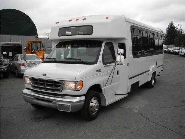 2002 Ford Econoline E-450 SuperDuty 16 Passenger Bus w/ Wheel Chair Lift