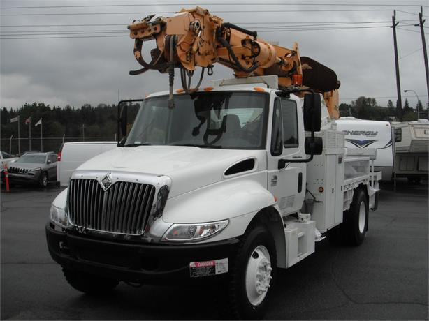2002 International 4300 DT466 with Altec Digger and Air Brakes Diesel